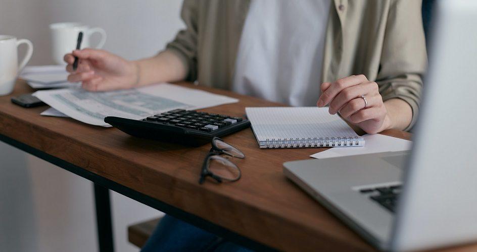 Viivästyskorko, maksumuistutus ja maksuvaatimus – toimet eräpäivän jälkeen
